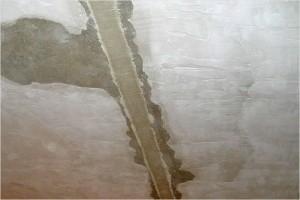 Заделка швов на потолке